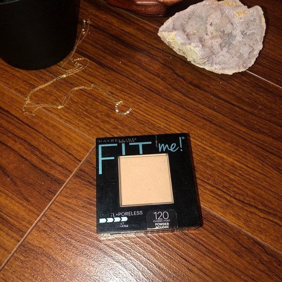 ✨ FREE ✨ MAYBELLINE FIT ME POWDER CLASSIC IVORY ✨